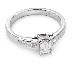 "Engagement ring with diamonds ""Unforgettable 4"""
