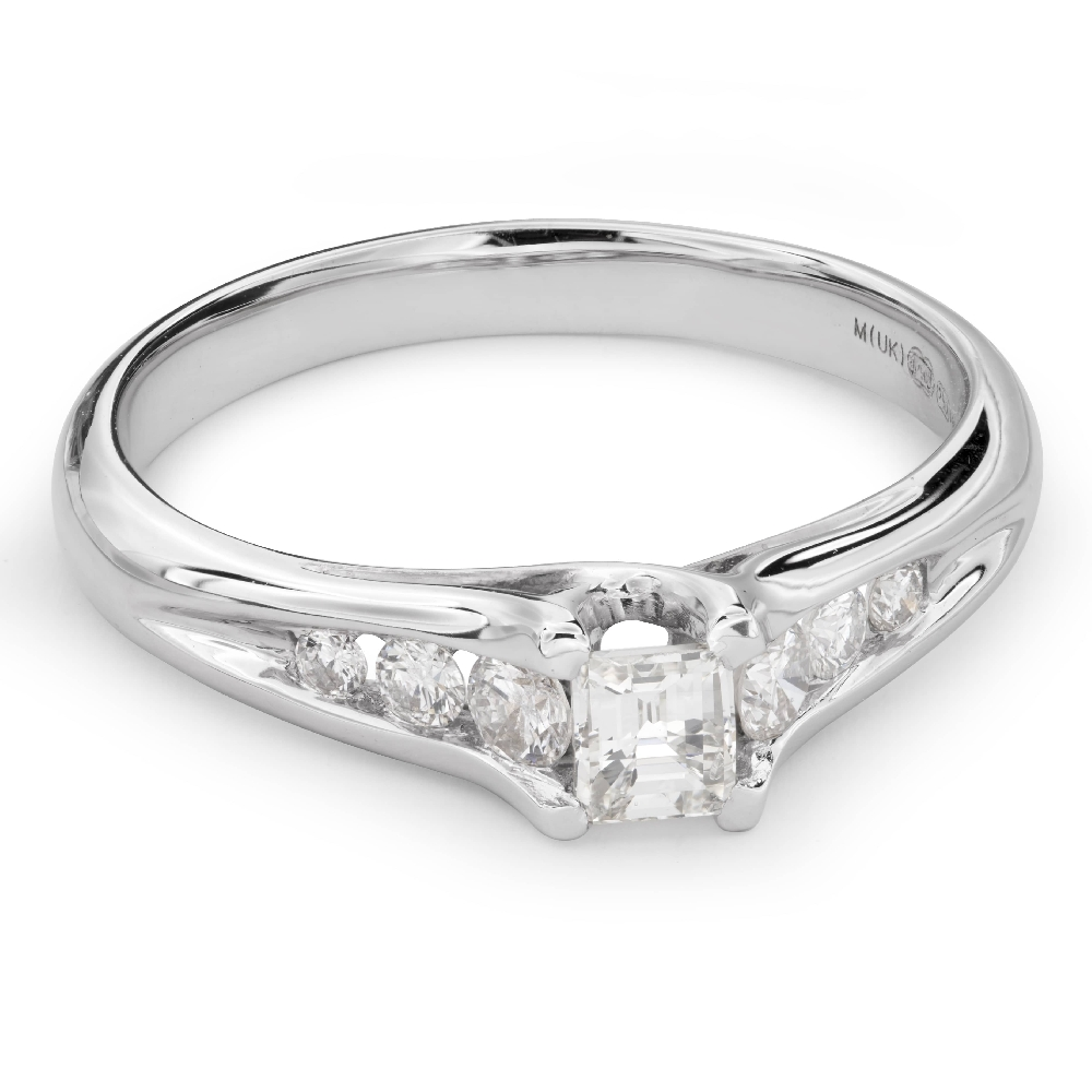 "Engagement ring with diamonds ""Grace 105"""